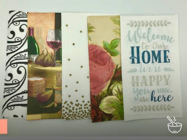 Guardanapo de papel na mesa posta